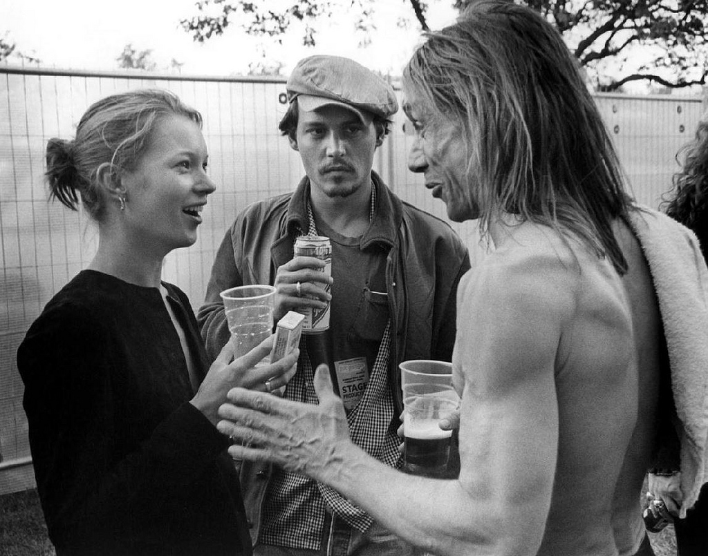 Kate Moss, Johnny Depp & Iggy Pop ad un party. Al tempo in cui questa foto fu scattata Kate Moss e Johnny Depp avevano una burrascosa relazione in corso. cinema musica -johnny-depp-kate moss-iggy pop moda fashion party cult cultstories cult stories cultstories cinema cult story cultstory art culture music ipse dixit aneddoti citazioni frasi famose aforismi immagini foto personaggi cultura musica storie facts fatti celebrità vip cult spettacoli live performance concerto photo photography celebrity giornalismo scrittura libri genio pop icon attore cantante solista pittrice scultore attrice star diva sex symbol