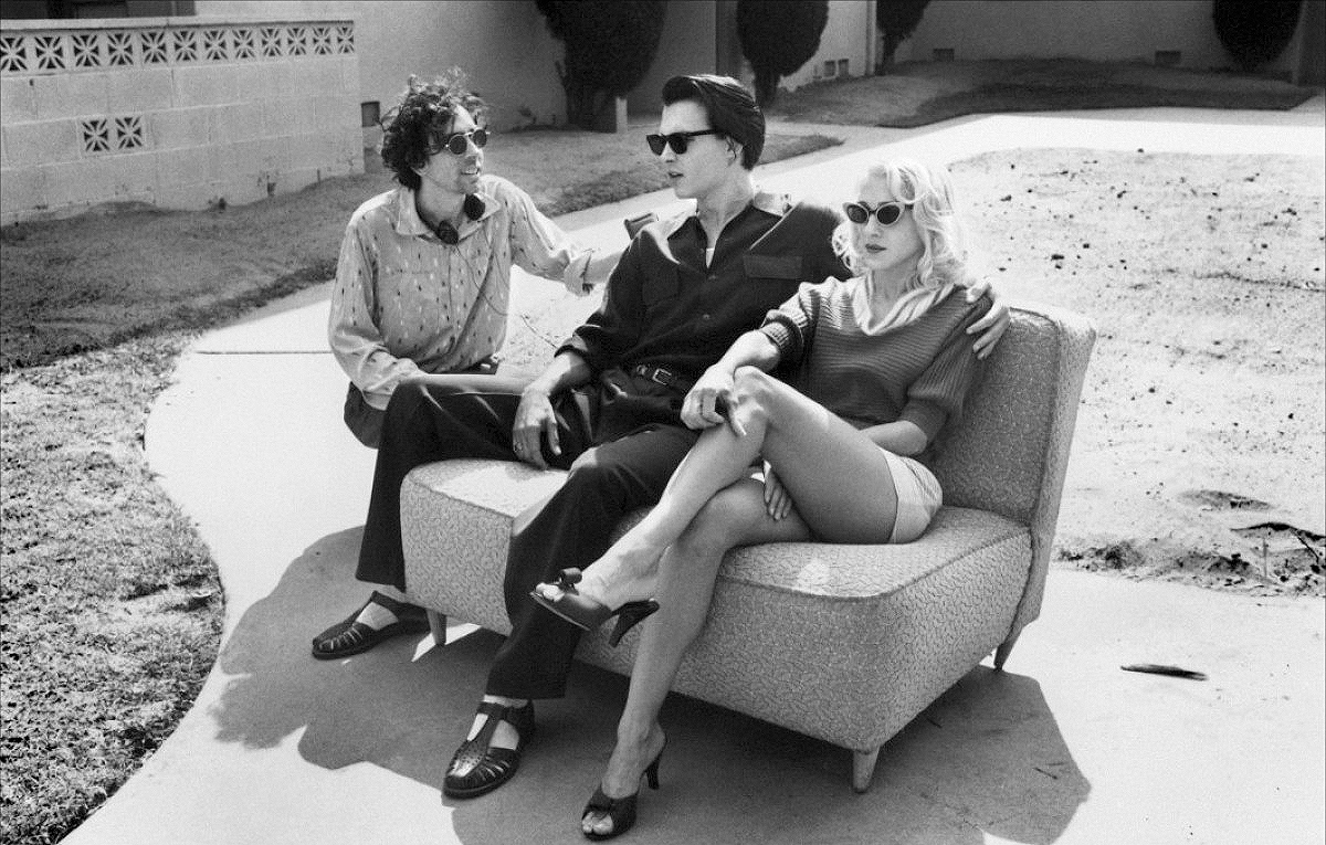 Tim Burton, Johnny Depp e Sarah Jessica Parker sul set di Ed Wood cult cinema cult stories cultstories cult story cultstory personaggi fatti aneddoti musica arte cultura film b movies ED WOOD Tim Burton Johnny Depp Sarah Jessica Parker en el set de Ed Wood helena bonham carter vampire dark shadows tumblr edgar allan poe ed wood filmografia michelle pfeiffer poem analysis poster quotes rumpelstiltskin sweeney todd wife youtube sex and the city carrie fisher samantha amanda michelle