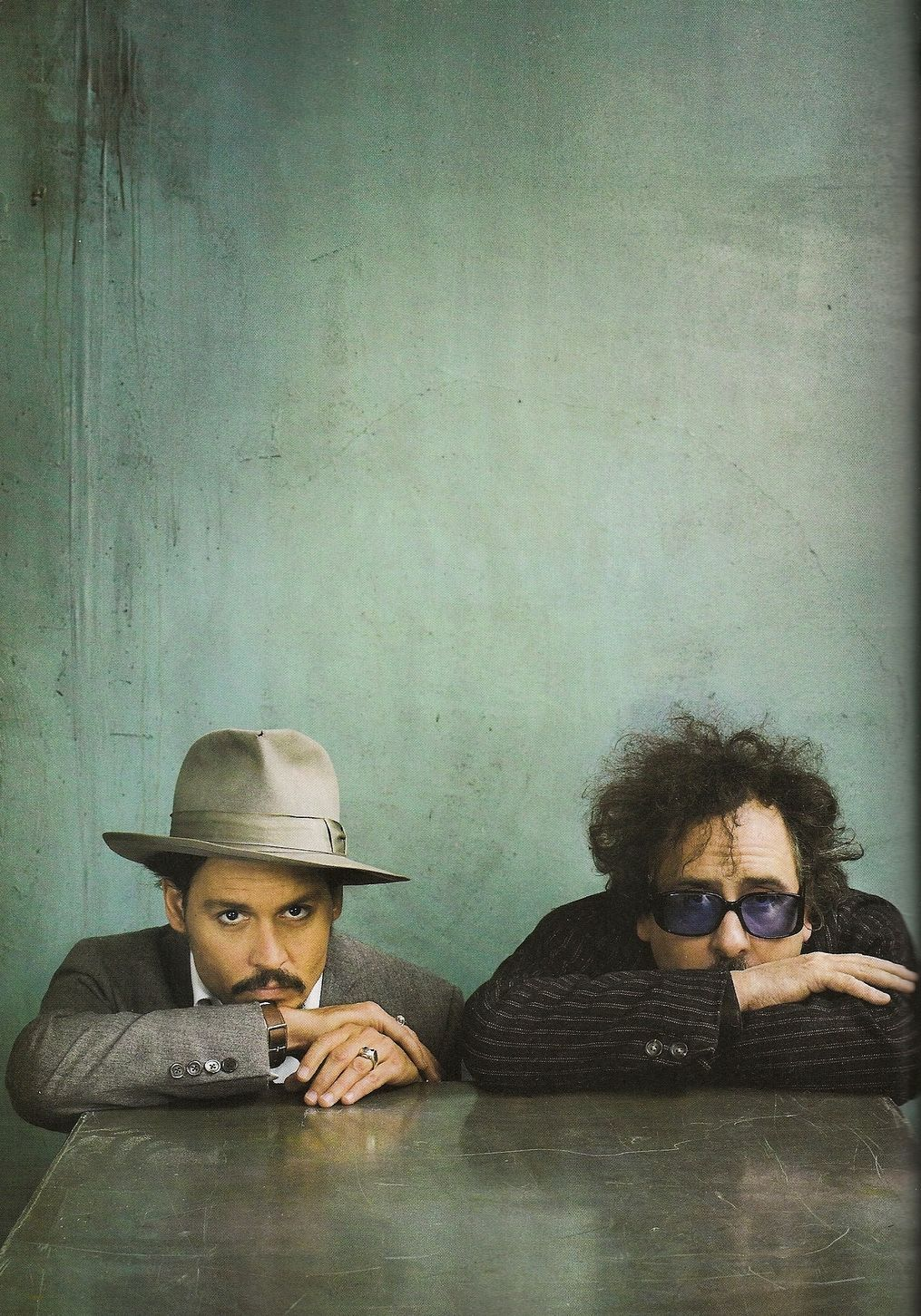 Johnny Depp e l'inseparabile amico Tim Burton la loro prima collaborazione risale al 1990 in occasione del film 'Edward mani di forbice'. cult cinema cult stories cultstories cult story cult story movie director actor regista attore storie aneddoti I personaggi, le storie, le citazioni e le immagini più cult willie wonka helena bonham carter vampire dark shadows tumblr edgar allan poe ed wood filmografia michelle pfeiffer poem analysis poster quotes rumpelstiltskin sweeney todd wife youtube