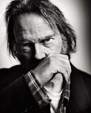 Neil Young fotografato da Mark Seliger cult stories cultstories cinema cult story cultstory art culture music ipse dixit aneddoti citazioni frasi famose aforismi immagini foto personaggi cultura musica storie facts fatti celebrità vip cult spettacoli live performance concerto photo photography celebrity giornalismo scrittura libri genio pop icon attore cantante solista pittrice scultore attrice star diva sex symbol