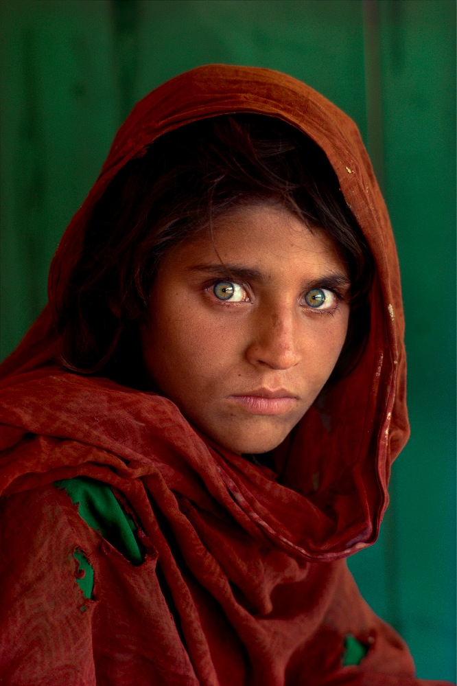 The Afghan Girl, la celebre foto scattata da McCurry nel 1984