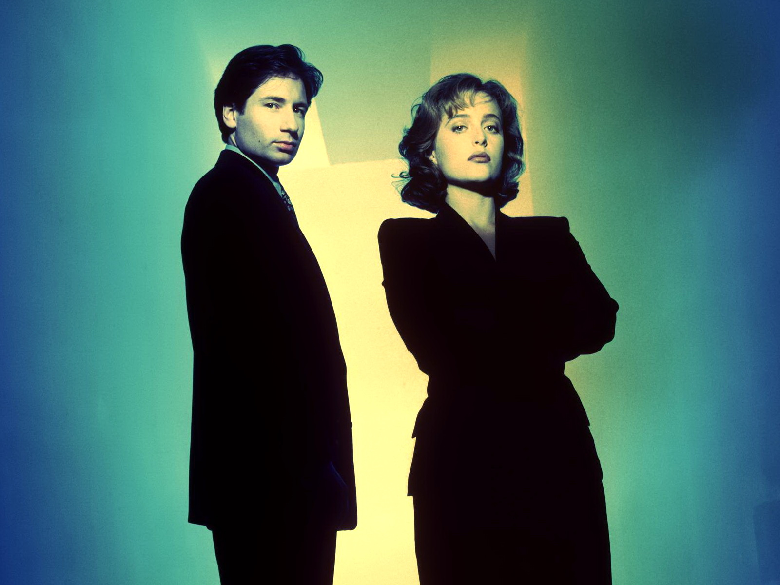 David Duchovny, Gillian Anderson Created by Chris Carter cultstories X-Files serie tv paranormale mistero ufo alieni streaming episodi theme voglio crederci sigla nuova serie cast attori alien action figures al di là del tempo e dello spazio folie à deux x files board game cineblog dvd serie completa duchovny dana scully i want to believe julianne moore mythology monster box morte tra i ghiacci nuovi episodi nona stagione ultima puntata young at heart Fox Mulder and Dana Scully