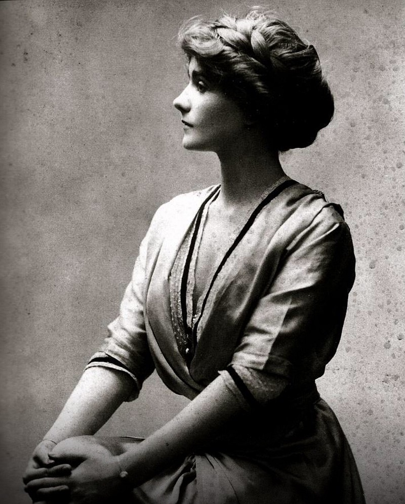 Una giovane Coco Chanel posa elegantemente per l'obiettivo del fotografo. La stilista francese, nata in un ospizio per poveri, ha avuto una vita movimentata ed avventurosa, che l'ha portata a diventare un cult della moda del secolo scorso. coco-chanel-gabrielle-bonheure-french-cult-fashion-stylist-cult-stories-cultstories-altervista-org coco chanel quotes coco chanel perfume coco chanel mademoiselle coco chanel movie coco chanel logo coco chanel biography coco chanel bags coco chanel song coco chanel designs coco chanel book coco chanel coco chanel apartment coco chanel advert coco chanel age coco chanel art coco chanel accessories coco chanel an intimate life coco chanel apartment tour coco chanel actress coco chanel amazon coco chanel ad a coco chanel quote interview a coco chanel a biography of coco chanel boy capel a coco chanel a book about coco chanel a movie about coco chanel how much is a coco chanel bag how much is a coco chanel perfume how much is a coco chanel suit coco chanel a paris coco chanel baby coco chanel birthday coco chanel boots coco chanel brand coco chanel biography book coco chanel black dress coco chanel backpack coco b. chanel coco chanel clothing coco chanel chance coco chanel costume coco chanel cakes coco chanel couch coco chanel child coco chanel collection coco chanel cause of death coco chanel company coco chanel citations double c coco chanel earrings coco chanel c coco chanel c earrings c'est quoi coco chanel coco chanel dresses coco chanel death coco chanel documentary coco chanel daughter coco chanel decor coco chanel drawings coco chanel dog coco chanel died coco chanel duty free émilienne d'alençon coco chanel frases de coco chanel d annunzio e coco chanel boucle d'oreille coco chanel abbaye d'aubazine coco chanel chiffre d'affaire coco chanel coco chanel dairy jeux d'habillage coco chanel fond d'écran coco chanel boucle d'oreil coco chanel coco chanel earrings coco chanel eau de parfum coco chanel eau de toilette coco chanel entrepreneur coco chanel education coco chanel early life coco chanel edp coco chanel edt coco chanel ebay coco chanel emoji jeta e coco chanel biografia e coco chanel theniet e coco chanel historia e coco chanel chi è coco chanel stravinsky e coco chanel picasso e coco chanel cine e coco chanel camelia e coco chanel igor e coco chanel coco chanel fashion coco chanel film coco chanel facts coco chanel fragrance coco chanel frases coco chanel family coco chanel font coco chanel fashion quotes coco chanel feminist coco chanel funeral coco chanel f john f kennedy coco chanel coco chanel f-7124 coco chanel gupz sehra coco chanel gift set coco chanel glasses coco chanel gupz sehra mp3 coco chanel grave coco chanel gif coco chanel gift bags coco chanel gowns coco chanel green coco chanel gift packs coco chanel handbags coco chanel history coco chanel husband coco chanel hair coco chanel house coco chanel hats coco chanel height coco chanel hoodie coco chanel halloween costume coco chanel home coco chanel h&m coco chanel images coco chanel ice t coco chanel interview coco chanel imdb coco chanel inspiration coco chanel invitations coco chanel interesting facts coco chanel information coco chanel illustrations coco chanel interior design is coco chanel married i love coco chanel stravinsky i coco chanel boy i coco chanel what is coco chanel famous for why is coco chanel an inspiration what is coco chanel's net worth fashion is coco chanel quotes what is coco chanel style where is coco chanel's apartment coco chanel jewelry coco chanel jacket coco chanel jersey coco chanel jumpsuit coco chanel jersey dress coco chanel jumper coco chanel jobs coco chanel jewellery coco chanel jogging suit coco chanel jeans coco chanel keychain coco chanel kid coco chanel knyga coco chanel kvepalai coco chanel kimdir coco chanel keira coco chanel kristen stewart coco chanel knitwear coco chanel karl lagerfeld film coco chanel keira knightley coco chanel little black dress coco chanel lyrics coco chanel life coco chanel lotion coco chanel label coco chanel lisa chaney coco chanel legacy coco chanel lamp coco chanel lip gloss coco l esprit chanel l'internaute coco chanel l élégance coco chanel l'histoire de coco chanel l'acte le plus courageux coco chanel l'eleganza coco chanel coco chanel mademoiselle price coco chanel mademoiselle 100ml coco chanel makeup coco chanel mademoiselle review coco chanel mp3 coco chanel mademoiselle myer coco chanel mademoiselle 50ml coco chanel movie online coco m chanel coco chanel m ffe coco chanel net worth coco chanel no 5 coco chanel necklace coco chanel number 5 coco chanel nationality coco chanel nails coco chanel noir parfum coco chanel name coco chanel now coco chanel net worth 2016 coco chanel n coco chanel n 9 hoodie n 5 coco chanel coco chanel n 5 prix coco chanel n 5 precio coco chanel n 19 coco chanel n 5 sephora coco chanel n 5 parfum coco chanel n 5 profumo prezzo coco chanel n 5 storia coco chanel outfits coco chanel online coco chanel old coco chanel owner coco chanel outlet coco chanel original coco chanel online subtitrat coco chanel orphanage coco chanel offers coco chanel oil of coco chanel of chanel coco poodle biography of coco chanel price of coco chanel timeline of coco chanel life quote of coco chanel image of coco chanel owner of coco chanel achievements of coco chanel legacy of coco chanel coco chanel purses coco chanel perfume price coco chanel paris coco chanel pictures coco chanel perfume review coco chanel poster coco chanel products coco chanel photos coco chanel perfume amazon horst p horst coco chanel coco chanel p d p coco chanel d&p chanel coco mademoiselle coco chanel quotes hair coco chanel quotes in french coco chanel quotes images coco chanel quotes perfume coco chanel quilted handbag coco chanel quotes shoes coco chanel quotes posters coco chanel quotes dress shabbily coco chanel quotes prints de q murio coco chanel q es coco chanel a q huele coco chanel coco chanel real name coco chanel review coco chanel refill coco chanel rings coco chanel rugs coco chanel room coco chanel runway coco chanel refill bottle coco chanel rouge coco chanel ritz coco chanel shoes coco chanel style coco chanel symbol coco chanel suit coco chanel song download coco chanel sayings coco chanel sneakers coco chanel shirt coco chanel sofa coco chanel's education coco s en va chanel reste s'habiller comme coco chanel rozhovor s coco chanel comment s appelle coco chanel coco chanel tan coco chanel t shirt coco chanel tumblr coco chanel timeline coco chanel the illustrated world of a fashion icon coco chanel the legend and the life coco chanel the movie coco chanel trailer coco chanel theme coco chanel trousers t shirt coco chanel ice t coco chanel coco chanel t shirt topshop coco chanel t shirt sale coco chanel t shirt ebay coco chanel t shirt amazon coco chanel t shirt dress coco chanel t shirt buy coco chanel t shirt australia coco chanel t coco chanel uk coco chanel ulta coco chanel university coco chanel usp coco chanel urban dictionary coco chanel umbrella coco chanel unique style coco chanel and igor stravinsky affäre coco chanel uk perfume coco chanel uggs coco chanel youtube coco chanel video coco chanel video song coco chanel vogue coco chanel venice coco chanel vision coco chanel vikipedi coco chanel vintage bags coco chanel vikipedija coco chanel vase coco chanel vs chanel no 5 v&a coco chanel coco chanels v for vendetta coco chanel wiki coco chanel website coco chanel wall art coco chanel wallet coco chanel wedding dresses coco chanel words coco chanel watch online coco chanel wall decal coco chanel work w stylu coco chanel moda w stylu coco chanel puder w kamieniu coco chanel torebki w stylu coco chanel żakiet w stylu coco chanel garsonki w stylu coco chanel makijaż w stylu coco chanel marynarka w stylu coco chanel coco chanel w douglas sukienka w stylu coco chanel coco chanel x nike coco chanel x nike dri fit coco chanel xosqer coco chanel 3x20ml chanel coco cabas xl chanel coco cabas xl denim chanel coco cabas xl tote chanel coco mau xanh xem coco chanel coco chanel ici paris xl nike x coco chanel coco chanelle x coco chanel young coco chanel yacht coco chanel yacht nadine coco chanel yacht price coco chanel yacht sank coco chanel youtube interview coco chanel y boy capel coco chanel y salvador dali coco chanel youtube film boy capel y coco chanel coco chanel zitate coco chanel zodziai coco chanel zodiac coco chanel zyciorys coco chanel zivot coco chanel zitate englisch coco chanel zitate französisch coco chanel zitate 39 coco chanel zitate mode coco chanel zeichen wywiad z coco chanel piosenka z coco chanel piosenka z reklamy coco chanel coco chanel z muzyka z filmu coco chanel sypiając z wrogiem coco chanel piosenka z filmu coco chanel ciekawostki z życia coco chanel piosenka z reklamy coco chanel keira piosenka z reklamy coco chanel 2014 coco chanel 05 rouge coco chanel 05 chanel coco rouge 01 beige félin chanel coco mademoiselle 05 chanel coco rouge 06 rouge coco 07 chanel chanel coco rouge 09 chanel coco rouge 01 coco chanel trackid=sp-006 chanel coco 07 coco chanel 100ml coco chanel 1920s coco chanel 1950s coco chanel 1930s coco chanel 1970 coco chanel 100ml boots coco chanel 1910 coco chanel 1971 coco chanel 100ml eau de toilette coco chanel 1940s 1. coco chanel chapter 1 coco chanel world war 1 coco chanel rai 1 coco chanel coco chanel 1/10 coco chanel 1 film 1. coco mademoiselle (chanel) coco chanel 1 puntata coco chanel 1/2 streaming coco chanel 1 streaming coco chanel 2008 coco chanel 2016 coco chanel 2008 watch online coco chanel 200ml coco chanel 20s coco chanel 2.55 coco chanel 2008 online coco chanel 2009 coco chanel 2008 movie coco chanel 2017 2 facts about coco chanel coco chanel 2 oz refill coco chanel 2 movie 2 interesting facts about coco chanel france 2 coco chanel coco chanel 2 coco chanel 2 55 coco chanel 2 film coco chanel 2 weltkrieg coco chanel 2 parte coco chanel 35ml coco chanel 3.4 coco chanel 30ml coco chanel 320kbps coco chanel 3.4 oz price coco chanel 3.4 macy's coco chanel 3.4 fl coco chanel 31 rue cambon coco chanel 39 frau sims 3 coco chanel 3 facts about coco chanel 3 interesting facts about coco chanel coco chanel 3 coco chanel 3 book set coco chanel 3 weeks 1962 3 things associated with coco chanel antena 3 coco chanel pelicula antena 3 coco chanel coco chanel 40th birthday party coco chanel 4ml coco chanel 440 coco chanel 40s coco chanel 416 coco chanel 440 arthur coco chanel 40 anni chanel coco 426 chanel coco 402 chanel coco 45 iphone 4 coco chanel case 4 facts about coco chanel coco chanel 4 iphone 4 hülle coco chanel story4 coco chanel iphone 4 hoesje coco chanel cover iphone 4 coco chanel etui iphone 4 coco chanel coco chanel 4 ml coque iphone 4 coco chanel coco chanel 50ml edp coco chanel 5 perfume price coco chanel 5 shirt coco chanel 5 perfume coco chanel 5 price coco chanel 5 macys coco chanel 50 coco chanel 5 sweatshirt coco chanel 5 commercial coco chanel 5 mademoiselle iphone 5 coco chanel case no 5 coco chanel chapter 5 coco chanel civ 5 coco chanel 5 facts about coco chanel 5 interesting facts about coco chanel coco chanel 60ml refill coco chanel 6.8 oz coco chanel 60ml coco chanel 60s coco chanel 6.8 chanel coco 60 triomphe coco chanel iphone 6 case coco chanel mademoiselle 60ml coco chanel mademoiselle 6.8 oz coco chanel edp 60ml iphone 6 coco chanel case 6. coco mademoiselle – chanel coco chanel 6 coco channel 6/10 cover iphone 6 coco chanel coco chanel 7.5ml coco chanel 7.5 coco chanel 7.5 ml price coco chanel 720p coco chanel mademoiselle 7.5 ml coco chanel no 7 coco chanel perfume 7.5ml coco before chanel 720p coco chanel chapter 7 coco chanel at 70 7 facts about coco chanel coco chanel 7 coco chanel 7 5 ml coco chanel 7/10 coco chanel 7 5 coco chanel 84 chanel coco shine 87 chanel coco shine 84 chanel coco shine 88 chanel coco shine 89 chanel coco shine 83 chanel coco shine 88 esprit chanel coco shine 80 suspense chanel coco shine 84 dialogue chanel coco rouge 87 coco chanel 8 rtl 8 coco chanel uitzending gemist rtl 8 coco chanel coco chanel 8/10 coco chanel 9.5 coco chanel 92200 neuilly-sur-seine coco chanel 90ml coco chanel 9gag coco chanel 91 chanel coco 97 chanel coco 90 coco chanel no 9 hoodie coco chanel no 9 sweatshirt coco chanel number 9 coco chanel 9 coco chanel 9/10 cult stories cultstories cinema cult story cultstory art culture music ipse dixit aneddoti citazioni frasi famose aforismi immagini foto personaggi cultura musica storie facts fatti celebrità vip cult spettacoli live performance concerto photo photography celebrity giornalismo scrittura libri genio pop icon attore cantante solista pittrice scultore attrice star diva sex symbol mito