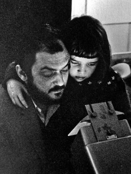 Cult Stories Kubrick explaining cinema magic to a child spiega la magia del cinema ad una bambina