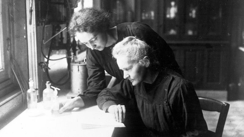 marie-curie-daughter-irene-paris-1927-cult-stories-cultstories