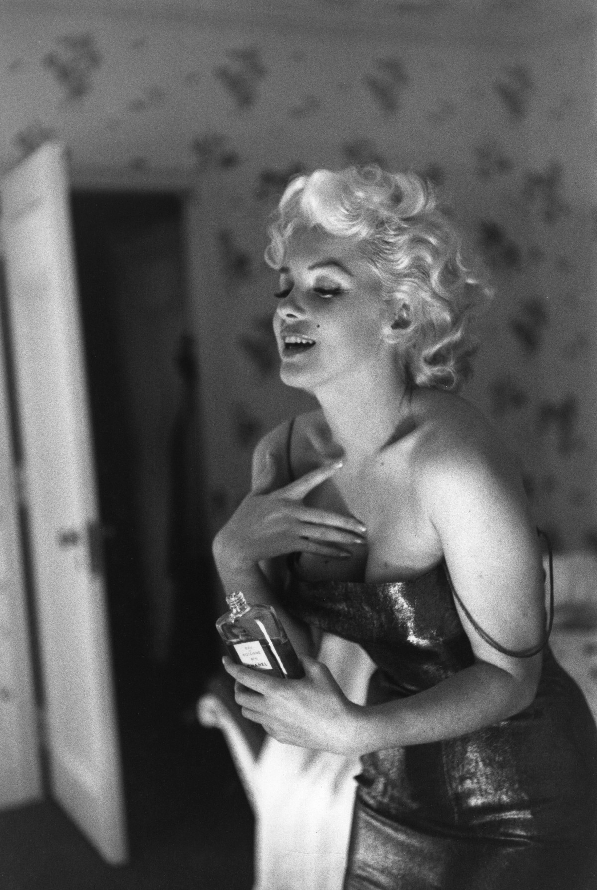 Marilyn Monroe Chanel n°5 Coco Chanel perfume profumo diva moda fashion mode cult stories cultstories.altervista.org