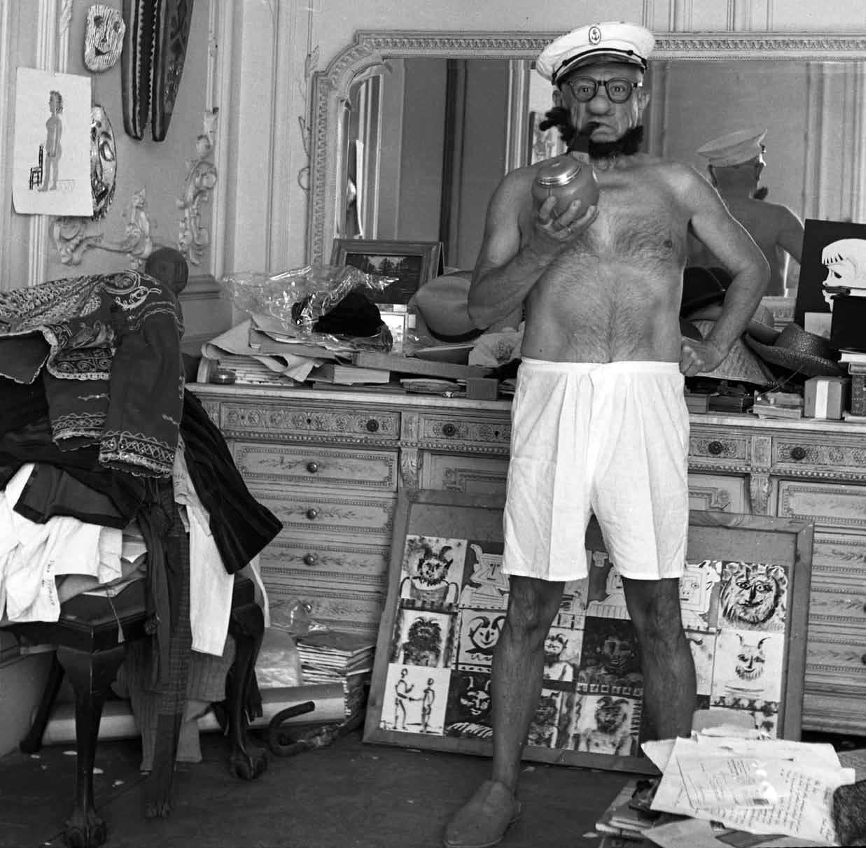 L'artista spagnolo Pablo Picasso nei panni di Popeye (da noi Braccio di Ferro), in una foto scattata a Cannes da André Villers nel 1957. Picasso Popeye André Villers Cannes art cult stories cubisme Spain cultstories.altervista.org cult stories cultstories cinema cult story cultstory art culture music ipse dixit aneddoti citazioni frasi famose aforismi immagini foto personaggi cultura musica storie facts fatti celebrità vip cult spettacoli live performance concerto photo photography celebrity giornalismo scrittura libri genio pop icon attore cantante solista pittrice scultore attrice star diva sex symbol mito