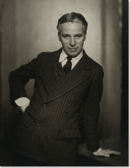 Sir Charles Spencer Chaplin, qui in uno scatto di Nickolas Muray, è fra i padri fondatori dell'industria hollywoodiana: più di 90 film nel suo curriculum per 75 anni di carriera. (Sfoglia la cultgallery dedicata a Charlie Chaplin cliccando sul titolo della foto) cult stories cultstories cinema cult story cultstory art culture music ipse dixit aneddoti citazioni frasi famose aforismi immagini foto personaggi cultura musica storie facts fatti celebrità vip cult charlie chaplin frasi charlie chaplin tempi moderni charlie chaplin figli charlie chaplin youtube charlie chaplin la febbre dell'oro charlie chaplin altezza charlie chaplin filmografia charlie chaplin smile charlie chaplin il monello charlie chaplin quotes charlie chaplin film charlie chaplin aforismi charlie chaplin amore di se charlie chaplin arzignano programmazione oggi charlie chaplin autobiografia charlie chaplin anziano charlie chaplin amore charlie chaplin anni 20 charlie chaplin autobiografia libro charlie chaplin al concorso per sosia a biografia charlie chaplin oscar a charlie chaplin a kid charlie chaplin a tramp charlie chaplin a young charlie chaplin a dog's life charlie chaplin a biography of charlie chaplin a poem by charlie chaplin a great dictator charlie chaplin a message to humanity charlie chaplin charlie chaplin à l'école charlie chaplin à vevey charlie chaplin à l'usine maison de charlie chaplin à vevey charlie chaplin travail à la chaine centre charlie chaplin à vaulx en velin charlie chaplin patins à roulettes charlie chaplin un roi à new york statue de charlie chaplin à vevey centre culturel charlie chaplin à vaulx en velin hommage à charlie chaplin à table avec charlie chaplin charlie chaplin à waterville charlie chaplin à colorier apprendre à dessiner charlie chaplin coloriage à imprimer charlie chaplin charlie chaplin à la télé charlie chaplin biografia charlie chaplin biografia breve charlie chaplin barbiere charlie chaplin boxe charlie chaplin blog charlie chaplin balletto charlie chaplin blu ray charlie chaplin bambino charlie chaplin best movies charlie chaplin biografia in inglese b&b charlie chaplin tamara charlie chaplin bday happy b'day charlie chaplin charlie chaplin cinema charlie chaplin citazioni charlie chaplin canzone charlie chaplin charlot charlie chaplin catena di montaggio charlie chaplin concorso charlie chaplin city lights charlie chaplin carnevale charlie chaplin causa morte charlie chaplin curiosità c'est qui charlie chaplin charlie chaplin c'est oeuvre charlie chaplin discorso charlie chaplin data di nascita charlie chaplin data di morte charlie chaplin danza dei panini charlie chaplin dance charlie chaplin dvd charlie chaplin de sica charlie chaplin discorso alla nazione charlie chaplin discorso sulla vita charlie chaplin discorso il grande dittatore frasi di charlie chaplin aforismi di charlie chaplin film di charlie chaplin biografia di charlie chaplin figli di charlie chaplin frasi di charlie chaplin sull'amore poesie di charlie chaplin foto di charlie chaplin smile di charlie chaplin frasi di charlie chaplin sul sorriso charlie chaplin esilio charlie chaplin e buster keaton charlie chaplin english charlie chaplin eating machine charlie chaplin era comunista charlie chaplin eternamente charlie chaplin e l'amore charlie chaplin e il monello charlie chaplin easy street charlie chaplin e la musica chi è charlie chaplin pirandello e charlie chaplin chi è charlie chaplin yahoo filmat e charlie chaplin futurismo e charlie chaplin einstein e charlie chaplin michael jackson e charlie chaplin è vero che charlie chaplin partecipò cinema muto e charlie chaplin paulette goddard e charlie chaplin charlie chaplin élete charlie chaplin e benzeyenler yarışması charlie chaplin è veramente bello charlie chaplin è arrivato terzo ad una gara di sosia di charlie chaplin charlie chaplin foto charlie chaplin film completo charlie chaplin facebook charlie chaplin fabbrica charlie chaplin frasi sull'amore charlie chaplin frase palcoscenico charlie chaplin frasi in inglese charlie chaplin garbagnate charlie chaplin great dictator speech charlie chaplin gara sosia charlie chaplin gadget charlie chaplin gold rush charlie chaplin gif charlie chaplin google doodle charlie chaplin google charlie chaplin gold rush youtube charlie chaplin game ali g charlie chaplin charlie chaplin ho cominciato ad amarmi davvero charlie chaplin ho amato charlie chaplin ho dimenticato persone indimenticabili charlie chaplin ho amato e sono stato amato charlie chaplin ha fatto figli fino a 73 anni charlie chaplin ho imparato ad amarmi charlie chaplin ha partecipato ad un concorso per sosia charlie chaplin house london charlie chaplin height charlie chaplin hat charlie chaplin immagini charlie chaplin il circo charlie chaplin ita charlie chaplin il vagabondo charlie chaplin interview charlie chaplin in inglese charlie chaplin il monello streaming charlie chaplin il monello film completo charlie chaplin il giorno in cui mi sono amato is charlie chaplin gay is charlie chaplin gypsy is charlie chaplin hitler is charlie chaplin an illuminati who is charlie chaplin son who is charlie chaplin daughter who is charlie chaplin in the great dictator where is charlie chaplin studios where is charlie chaplin statue london i figli di charlie chaplin charlie chaplin i charlie chaplin i tempi moderni charlie chaplin i figli charlie chaplin i began to love myself charlie chaplin i hitler charlie chaplin i love myself charlie chaplin i roskilde i charlie chaplin charlie chaplin di villa eden charlie chaplin di cosa è morto charlie chaplin je suis mort charlie chaplin junior susan maree chaplin charlie chaplin junior charlie chaplin jamaica charlie chaplin jackie coogan charlie chaplin johnny depp charlie chaplin jump charlie chaplin jigsaw puzzle j'ai pardonné charlie chaplin charlie chaplin j edgar hoover j-five ft. charlie chaplin - modern time lyrics j five charlie chaplin j-five & charlie chaplin - modern times j-five feat. charlie chaplin - modern times (rove dogs remix) j-five feat. charlie chaplin modern times j'ai aimé charlie chaplin j five charlie chaplin mp3 j-five ft. charlie chaplin - modern time j'ai pardonne charlie chaplin charlie chaplin kid charlie chaplin kennington charlie chaplin kimdir charlie chaplin kostüm charlie chaplin kim charlie chaplin knighted charlie chaplin kino charlie chaplin kostuum charlie chaplin konkurs na sobowtóra charlie chaplin komponist charlie chaplin luci della città charlie chaplin la vita charlie chaplin libri charlie chaplin la febbre dell'oro streaming charlie chaplin la mia autobiografia charlie chaplin l'emigrante charlie chaplin lettera charlie chaplin la danza dei panini charlie chaplin limelight l'histoire de charlie chaplin l'origine de charlie chaplin l'émigrant charlie chaplin l'acteur charlie chaplin l'artiste charlie chaplin l enfance de charlie chaplin l'éloge de charlie chaplin l opinion publique charlie chaplin l'oeuvre de charlie chaplin charlie chaplin morte charlie chaplin modern times charlie chaplin musica charlie chaplin moglie charlie chaplin monologo charlie chaplin mappamondo charlie chaplin massime charlie chaplin migliori film charlie chaplin montecarlo charlie chaplin movies mr charlie chaplin charlie chaplin m verdoux charlie chaplin m biography of mr charlie chaplin mr india sridevi charlie chaplin charlie chaplin vs mr bean yahoo mr brainwash charlie chaplin for sale mr popper's penguins charlie chaplin mr bean vs charlie chaplin charlie chaplin e mr bean charlie chaplin nascita charlie chaplin nascita e morte charlie chaplin nonciclopedia charlie chaplin nipote charlie chaplin natal chart charlie chaplin new york charlie chaplin niece charlie chaplin news charlie chaplin net worth at death charlie chaplin nationality nsync charlie chaplin bliss n eso charlie chaplin charlin chaplin charlie chaplin oscar charlie chaplin old charlie chaplin oona o'neill charlie chaplin operaio charlie chaplin opere charlie chaplin oscar 1972 charlie chaplin osa charlie chaplin origini charlie chaplin on tumblr charlie chaplin oona eugene o neill charlie chaplin o pensador charlie chaplin charlie o charles chaplin o circo charlie chaplin o ditador charlie chaplin o filme charlie chaplin film o charlie chaplinie informacje o charlie chaplin o filme charlie chaplin tempos modernos o que charlie chaplin fez charlie chaplin of modern times charlie chaplin o grande ditador charlie chaplin of the 1920's of charlie chaplin biography of charlie chaplin quotes of charlie chaplin life of charlie chaplin video of charlie chaplin photos of charlie chaplin story of charlie chaplin films of charlie chaplin autobiography of charlie chaplin pdf height of charlie chaplin charlie chaplin poesie charlie chaplin programmazione charlie chaplin pizzeria torino charlie chaplin prima guerra mondiale charlie chaplin padre charlie chaplin pensieri charlie chaplin phrases charlie chaplin primo film charlie chaplin pronuncia charlie chaplin pugile charlie chaplin p charlie chaplin quando ho imparato ad amarmi charlie chaplin quando ho imparato charlie chaplin quello che gli altri pensano di te charlie chaplin quando ho iniziato ad amare se stesso charlie chaplin quanti figli ha avuto charlie chaplin questa è la vita charlie chaplin quante mogli ha avuto charlie chaplin quiz charlie chaplin quotes i have forgiven charlie chaplin q charlie chaplin robert downey jr charlie chaplin ricerca charlie chaplin riassunto biografia charlie chaplin reputazione charlie chaplin ricerca breve charlie chaplin reggio calabria charlie chaplin reggae charlie chaplin rivoluzione industriale charlie chaplin ridi canta balla charlie chaplin robert downey charlie chaplin r i p mr bean charlie chaplin charlie chaplin sosia charlie chaplin streaming charlie chaplin speech charlie chaplin song charlie chaplin sorridi charlie chaplin smile testo charlie chaplin sorriso charlie chaplin streaming ita charlie chaplin smile lyrics charles s. chaplin charlie chaplin's life charlie chaplin s'aimer pour de vrai charlie chaplin s'aimer charlie chaplin s est il marié charlie chaplin's wives charlie chaplin s biography charlie chaplin's letter to his daughter charlie chaplin's height charlie chaplin s video charlie chaplin tesina charlie chaplin tempi moderni streaming ita charlie chaplin torino charlie chaplin the dictator speech charlie chaplin the kid charlie chaplin tempi moderni canzone charlie chaplin ti criticheranno sempre charlie chaplin tesina maturità charlie chaplin tempi moderni frasi t shirt charlie chaplin charlie chaplin t shirt uk charlie chaplin t shirts charlie chaplin t-shirt esprit charlie chaplin t shirt ebay charlie chaplin t shirt womens charlie chaplin t shirt gittigidiyor charlie chaplin t-shirtleri t shirt charlie chaplin squelette t shirt charlie chaplin femme charlie chaplin ultimo figlio charlie chaplin ultimo film charlie chaplin una vita da vagabondo charlie chaplin un giorno senza sorriso charlie chaplin united artists youtube charlie chaplin charlie chaplin understudy charlie chaplin usa charlie chaplin umorismo charlie chaplin uk charles chaplin último discurso charlie chaplin útmutató az élethez o último discurso charles chaplin charlie chaplin vita charlie chaplin video charlie chaplin vita privata charlie chaplin vivi charlie chaplin vestito carnevale charlie chaplin vita da cani charlie chaplin vector charlie chaplin vita in breve charlie chaplin video youtube charlie chaplin vivi come credi gta v charlie chaplin charlie chaplin v charlie chaplin vs. buster keaton charlie chaplin wikipedia charlie chaplin wikiquote charlie chaplin wife charlie chaplin workhouse charlie chaplin wikipedia inglese charlie chaplin when i started to love myself charlie chaplin wallpaper charlie chaplin when i started loving myself charlie chaplin waterville charlie chaplin words w eugene smith charlie chaplin w jakich filmach grał charlie chaplin charlie chaplin w konkursie na sobowtóra podróżnik w czasie charlie chaplin w którym roku zmarł charlie chaplin w starym kinie charlie chaplin charlie chaplin w fabryce charlie chaplin w klatce lwa podróże w czasie charlie chaplin charlie chaplin w konkursie sobowtórów charlie chaplin xxl charlie chaplin x files charlie chaplin xbox avatar charlie chaplin per bambini charlie chaplin per guadagnarsi la vita charlie chaplin home x-files charlie chaplin collections dvdrip (xvid) xem charlie chaplin the great dictator charlie chaplin xvid english subtitles xem charlie chaplin online x files charlie chaplin home x files charlie chaplin charlie chaplin x hitler charlie chaplin yahoo charlie chaplin youtube video charlie chaplin youtube tempi moderni charlie chaplin young charlie chaplin youtube circus charlie chaplin youtube boxing charlie chaplin youtube smile charlie chaplin youtube interview charlie chaplin youtube videos charlie y chaplin charlie chaplin and paulette goddard albert einstein y charlie chaplin salma hayek y charlie chaplin charlie chaplin y el niño charlie chaplin y hitler charlie chaplin y jim henson charlie chaplin y buster keaton charlie chaplin y la revolucion industrial charlie chaplin y su esposa charlie chaplin zivotopis charlie chaplin zodiac charlie chaplin zitate charlie chaplin zoo charlie chaplin zum 70 geburtstag gedicht charlie chaplin zitate deutsch charlie chaplin zitat charlie chaplin zitate englisch charlie chaplin circus charlie chaplin zitat 70. geburtstag filmy z charlie chaplin film z charlie chaplinem muzyka z charlie chaplin film z charlie chaplin koszulka z charlie chaplinem muzyka z filmu charlie chaplin koszulki z charlie chaplin muzyka z charlie chaplina dyktator z charlie chaplinem piosenka z filmu charlie chaplin charlie chaplin modern times 03 charlie chaplin modern times 02 charlie chaplin 01 tarjama charlie chaplin 1977 charlie chaplin 1972 charlie chaplin 1992 charlie chaplin 1975 charlie chaplin 1919 charlie chaplin 1912 charlie chaplin 1910 charlie chaplin 1972 oscar speech charlie chaplin 1952 film charlie chaplin 100 years 1 charlie chaplin walk 1 charlie chaplin walk london se1 8xr 1 charlie chaplin walk south bank waterloo london se1 8xr 1 charlie chaplin walk southbank london se1 8xr 1 am charlie chaplin 1 6 charlie chaplin world war 1 charlie chaplin bfi imax 1 charlie chaplin walk london se1 8xr bfi imax 1 charlie chaplin walk charlie chaplin 1 march 1978 charlie chaplin 2015 charlie chaplin 2002 charlie chaplin 2014 charlie chaplin 27 charlie chaplin 2000 charlie chaplin 20 super hits charlie chaplin 2013 charlie chaplin 2012 charlie chaplin 2003 charlie chaplin 2 fanfiction 2 rue charlie chaplin arles charlie chaplin 2 charlie chaplin 2 dvd charlie chaplin 2 hooligans charlie chaplin 2. platz 2 film de charlie chaplin france 2 charlie chaplin shanghai kid 2 charlie chaplin 2 oeuvres de charlie chaplin charlie chaplin 3d charlie chaplin 3 heart touching statements charlie chaplin 3gp full movie charlie chaplin 3 stooges charlie chaplin 3gp video songs download charlie chaplin 3d model charlie chaplin 3 gara sosia charlie chaplin 3rd place look alike charlie chaplin 3gp videos free download charlie chaplin 3gp charlie chaplin 3 cycle 3 charlie chaplin sims 3 charlie chaplin top 3 charlie chaplin movies top 3 charlie chaplin films sims 3 charlie chaplin moustache 3 facts about charlie chaplin charlie chaplin 3. platz doppelgänger charlie chaplin 3.oldu charlie chaplin 44th academy awards charlie chaplin's 4th wife charlie chaplin 4 pics 1 word charlie chaplin 4 dvd set charlie chaplin iphone 4 cases charlie chaplin radio 4 4 short charlie chaplin silent films with live piano accompaniment 4 facts about charlie chaplin 4 pics 1 word charlie chaplin charlie chaplin 4 wives 4 pics 1 movie charlie chaplin charlie chaplin 4 4 film de charlie chaplin coque iphone 4 charlie chaplin 4 jobs of charlie chaplin charlie chaplin 50 cent charlie chaplin 5 facts charlie chaplin 51 features charlie chaplin 55 digitally remastered movies charlie chaplin 57 classics charlie chaplin 58 features charlie chaplin 5 dvd charlie chaplin 57 classics dvd charlie chaplin 50 ans charlie chaplin sul palcoscenico a 5 anni 5 charlie chaplin movie top 5 charlie chaplin movies france 5 charlie chaplin 5 films charlie chaplin made top 5 charlie chaplin films 5 films charlie chaplin 5 facts charlie chaplin iphone 5 charlie chaplin case education france 5 charlie chaplin 5 interesting facts charlie chaplin charlie chaplin 60. geburtstag charlie chaplin 6 dvds collection charlie chaplin 6 dvds collection download charlie chaplin 6 minute speech charlie chaplin 66 sunnyside lycee charlie chaplin 69 centre charlie chaplin 69120 vaulx velin charlie chaplin 1/6 figure charlie chaplin 1/6 scale centre culturel charlie chaplin 69120 vaulx velin 6 rue charlie chaplin torcy 6 rue charlie chaplin zcwo 1/6 charlie chaplin 6 degrees kevin bacon charlie chaplin 6 rue charlie chaplin 77200 torcy 6 rue charlie chaplin 77200 torcy france charlie chaplin 70s charlie chaplin 70 birthday speech charlie chaplin 70th birthday poem charlie chaplin 70th birthday charlie chaplin 70 years speech charlie chaplin 72 oscars charlie chaplin 70 birthday poem charlie chaplin 70 compleanno charlie chaplin 70 anni charlie chaplin 70. geburtstag gedicht 7 aralık 1942 charlie chaplin charlie chaplin 7 smoke rings charlie chaplin 7 7 place charlie chaplin charlie chaplin 7 février 1914 charlie chaplin 88 charlie chaplin 8mm films value charlie chaplin 8mm film charlie chaplin 8mm films charlie chaplin 8th wonder world charlie chaplin 8mm movies charlie chaplin 80 geburtstag charlie chaplin 8 dvd set charlie chaplin 8th wonder charlie chaplin 8 features super 8 charlie chaplin charlie chaplin 8 dvd charlie chaplin 8 dvd box set charlie chaplin 9gag charlie chaplin 9.5 mm film charlie chaplin 90th anniversary rue charlie chaplin 91700 charlie chaplin quote 9gag charlie chaplin granddaughter 9gag charlie chaplin baby at 93 charlie chaplin kid at 90 charlie chaplin child at 90 charlie chaplin modern times 2/9 charlie chaplin 10 facts charlie chaplin 10 figli charlie chaplin 100 charlie chaplin 100 anni charlie chaplin 100 ans charlie chaplin 1080p charlie chaplin 100 anos charlie chaplin top 10 charlie chaplin top 10 movies 10 charlie chaplin facts top 10 charlie chaplin top 10 charlie chaplin movies top 10 charlie chaplin films 10 best charlie chaplin movies top 10 charlie chaplin quotes top 10 charlie chaplin shorts top 10 charlie chaplin movie 10 things about charlie chaplin
